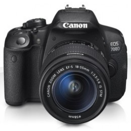 Digitalni fotoaparat Canon EOS 700D kit 18-55mm
